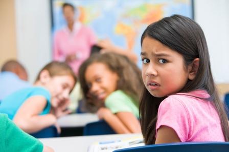 معلم و کودک خجالتی در کلاس