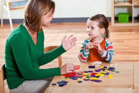 مراجعه به یک متخصص گفتاردرمانی
