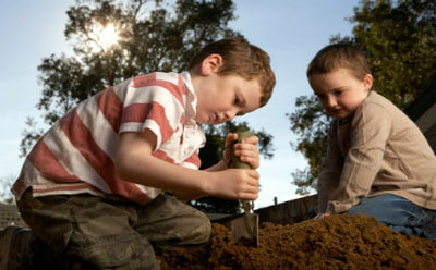 خاک بازی و گل بازی برای کودک لازم است