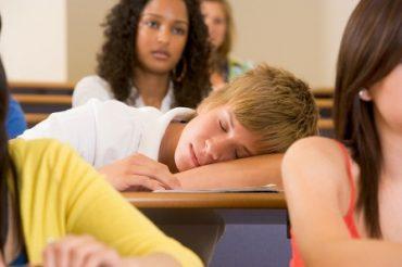 خطر ناشی از کم خوابی در نوجوانان