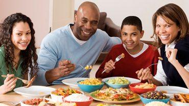 جذب نوجوان در فعالیتهای خانوادگی