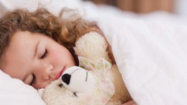 ساعات خواب مورد نیاز کودکان (۴ تا ۱۸ سالگی)