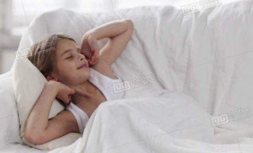 کمک به کودک برای خوابیدن دور از خانه