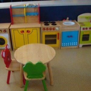 سرگرمی کودک در آشپزخانه