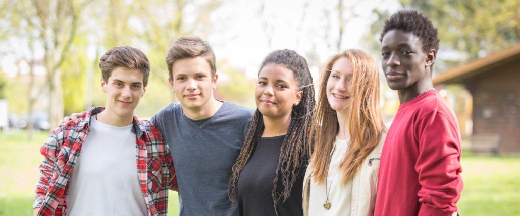 بلوغ، نشانه ها و رفتارهای جنسی در دختران نوجوان