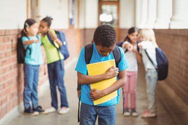 با بیزاری نوجوان از مدرسه رفتن چه کنیم؟
