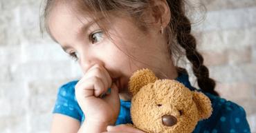 جویدن ناخن و مکیدن شست در کودک