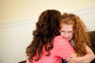 علائم و نشانه های مشکلات دلبستگی در کودک