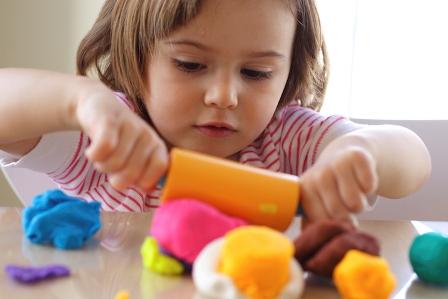 تاثیر بازی درمانی بر کمرویی و خجالت در کودک